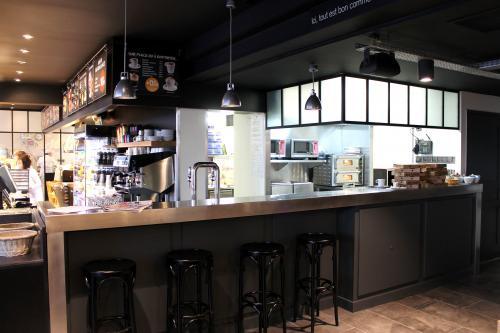 Fournil de pierre casse cro te et boulangerie les for Cuisine ouverte restaurant norme
