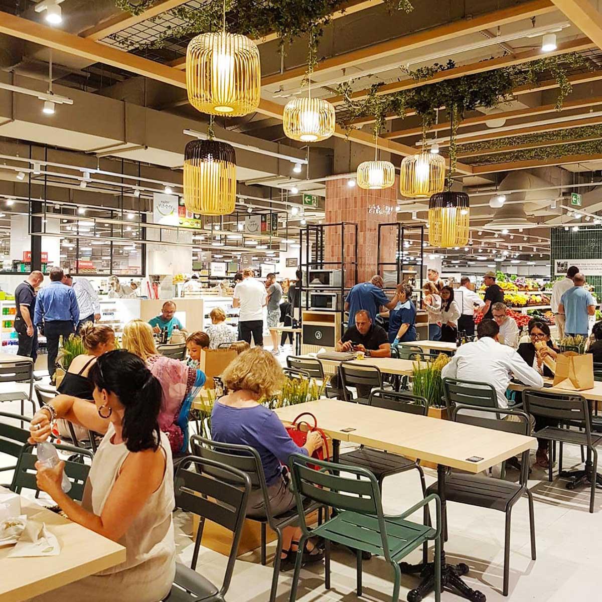Monoprix Cap 3000 l'espace foodcourt à Saint-Laurent du Var région PACA