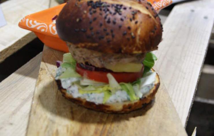 Sébastien Pernin gagne le concours Burgers Toqués avec son Baeckeoffe Burger
