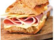 Bert's peaufine son positionnement et lance le sandwich fabriqué minute