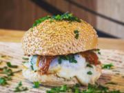 Le plat le plus commandé au monde sur Deliveroo est le hamburger Big Fernand de Lille !