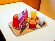 McDonald's teste le réemploi dans 10 restaurants alors que Barbara Pompili l'épingle sur le tri 5 flux