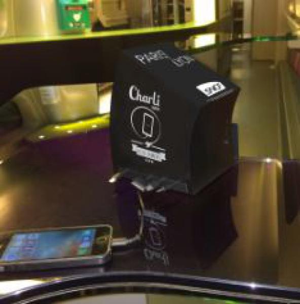 CharLi Charger recharge les batteries dans les Cafés TGV