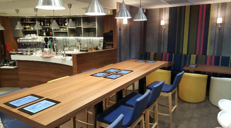 Areas teste ses premières tables connectées au restaurant L'Agora de la gare de Montpellier