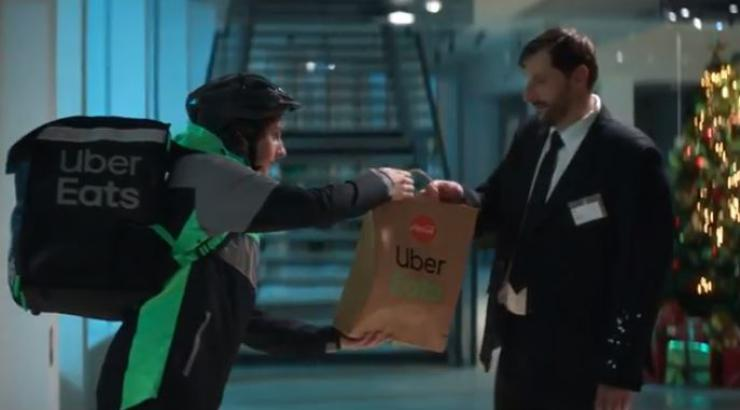 Noël comme à la maison, Uber Eats et Coca-Cola pensent à tous ceux qui travaillent le 24 décembre