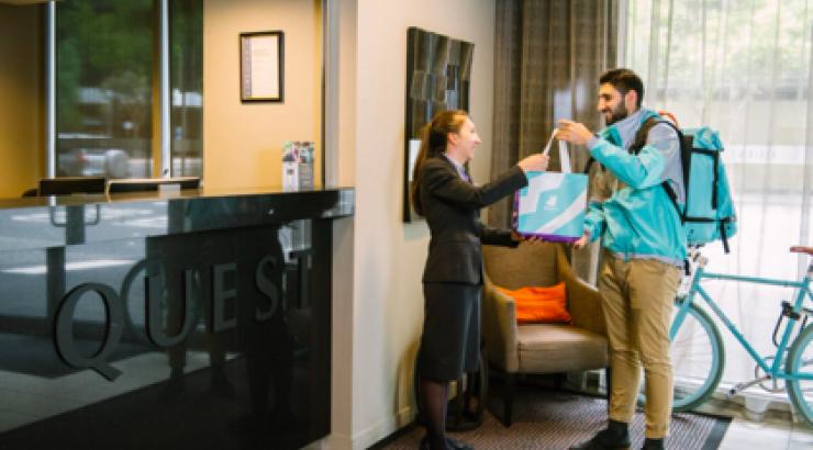 Avec Deliveroom, Deliveroo veut être le partenaire de l'hôtellerie