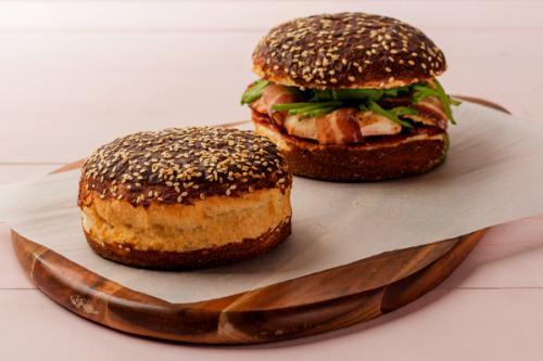 Pain burger feuilleté façon bretzel