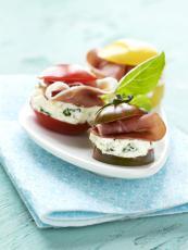 Bouchées de tomates colorées figues sèches/jambon de pays