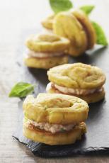 Macarons de quenelles au fromage frais et tomates confites