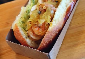 Sandwich Crevettes sautées aux épices Old Bay, Aux Deux Comptoirs